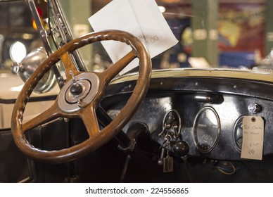FORT LAUDERDALE, FLORIDA, USA - AUGUST 30: Fort Lauderdale Antique Car Museum exhibits a collection of Packard autos on August 30, 2014 in Fort Lauderdale, USA.