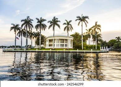 FORT LAUDERDALE, USA - AUG 20, 2014: Luxurious waterfront home in Fort Lauderdale, USA. There are 165 miles of waterways within the city limits and 9,8 percent of the city is covered by water.
