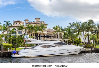 FORT LAUDERDALE, USA - AUGUST 30, 2014 : Yacht near luxury mansion in exclusive part of Fort Lauderdale known as small Venice on August 30, 2014 in Fort Lauderdale