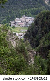 Fort Queyras seen from the road from Souliers (France)