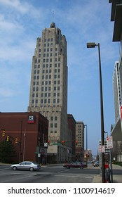 FORT WAYNE, INDIANA – APRIL 20: Art Deco Lincoln Bank Tower on April 20, 2008 in Fort Wayne, Indiana. The skyscraper is 22 stories high.