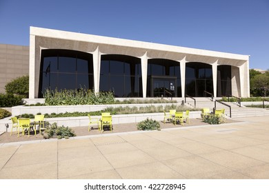 FORT WORTH, TX, USA - APR 6, 2016: Amon Carter Museum of American Art in the city of Fort Worth. Texas, United States