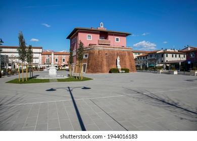 Forte dei Marmi, Tuscany: Garibaldi square with the Lorraine fort also known as