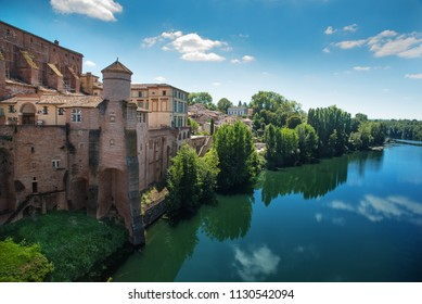 Fortifications of the town of Gaillac in southern France and the river Tarn. 25 km west of Albi. Midi-Pyrénées region