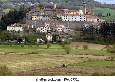 The fortified village of Monterchi, a typical Tuscan village on a hill among the agricultural fields. Tuscany, Italy.