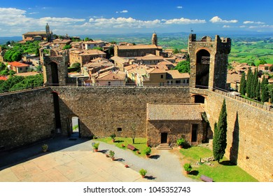 Fortress and town of Montalcino in Tuscany, Italy. The fortress was built in 1361 atop the highest point of the town.