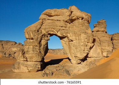 Forzhaga Arch - Huge natural rock arch - Akakus (Acacus) Mountains, Sahara, Libya