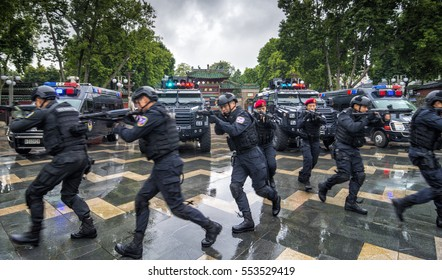 FOSHAN, CHINA - November 10, 2016:In order to improve the level of combat, the armed police anti-terrorism activities in ancient temples before training.