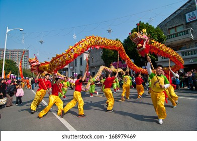 FOSHAN CITY-Dec 21: In order to meet the 2014 new year, dragon dance and lion dance teams performed at the Foshan square,attracted a large number of people to watch Dec 21, 2013 in Foshan, China