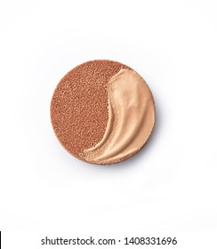 Foundation cushion with a tonal base pouring out of puff