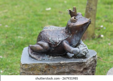 Brilliant Frog Statue Images Stock Photos Vectors Shutterstock Ocoug Best Dining Table And Chair Ideas Images Ocougorg