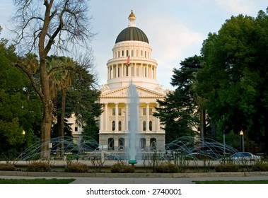 Fountain in-front of Capitol of California, Sacramento