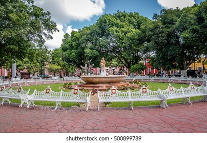 Fountain and main plaza - Valladolid, Mexico