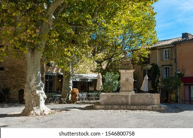 Fountain in medieval village of Gordes , Provance , France