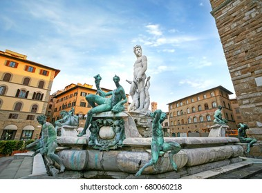 Fountain of Neptune in Florence in early morning