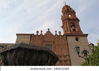 Fountain on park infront of beautiful church in san miguel de allende mexico  churrigueresca arquitecture