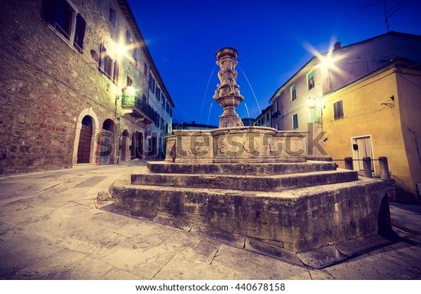 Fountain on Piazza del Grano, Asciano, Tuscany, Italy