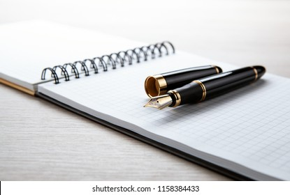 fountain pen on the scratchpad on the desktop  close up