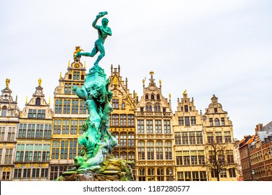 Fountain statue of Brabo throwing the severed hand of Antigoon into the Scheldt river with 16th-century Guildhouses on the Grote Markt (Main Square), Antwerp, Belgium