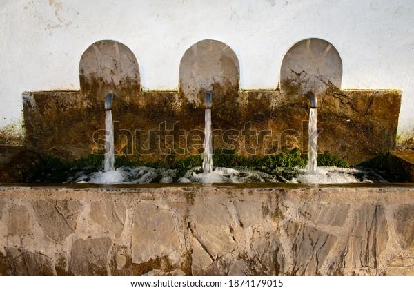 fountain-three-jets-benamahoma-province-