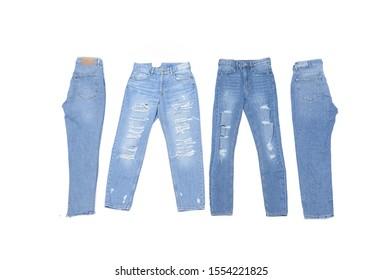 Vier blaue, zerrissene Jeans einzeln auf weißem Hintergrund.  Jeans-Jeans-Vorder- und Seitenansicht