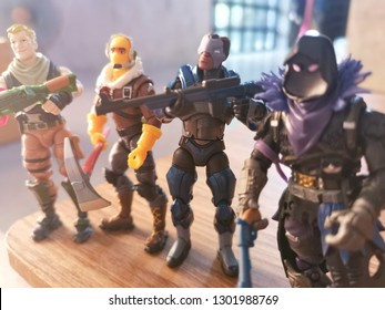 Four Fortnite figures toy for kid.