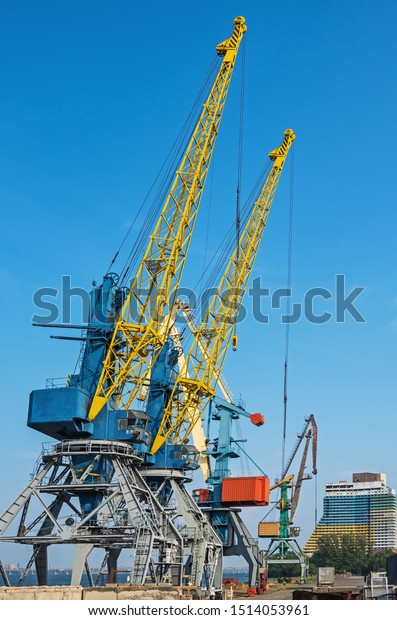 four-loading-cranes-stand-river-600w-151