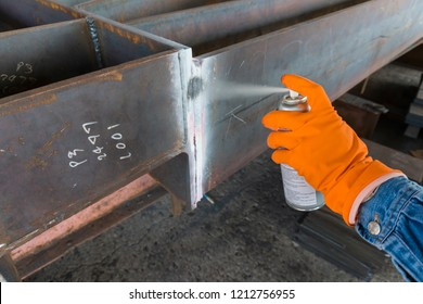The fourth step of doing penetrant testing is Step to use Developer spray into the welded for Non-Destructive Testing(NDT) with process Penetrant Testing(PT).