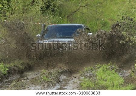 fourwheel dirve crosses the