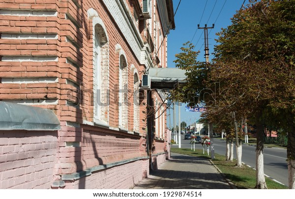 fragment-old-brick-building-mid19th-600w