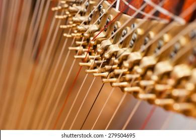 Fragment pins Harp