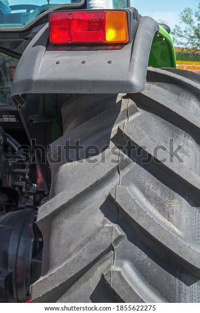fragment-rear-wheel-tractor-brake-600w-1