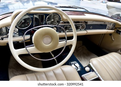 Fragment retro car dashboard