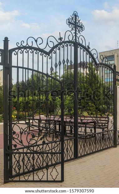 fragment-wroughtiron-gates-decorative-ir