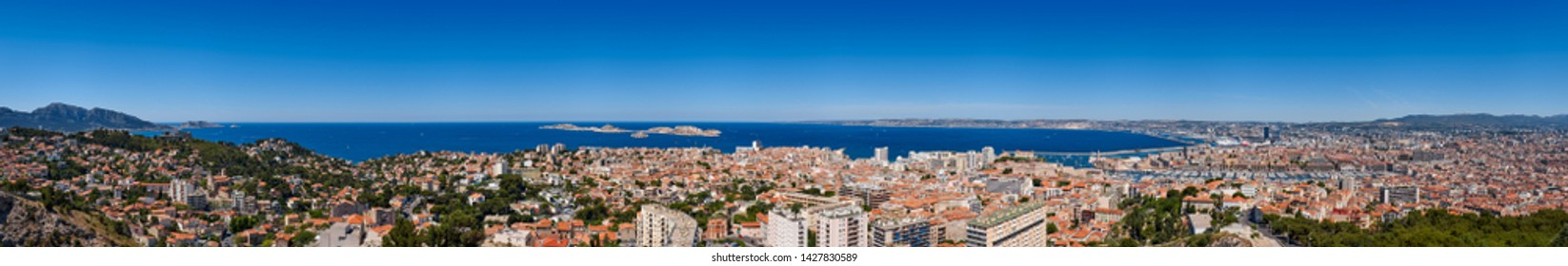 France, Bouches-du-Rhône (13), Marseille harbor. Panoramic summer view including Bompard, Endoume and Vieux Port with the Mediteranean Sea and the Frioul  archipelago. Europe