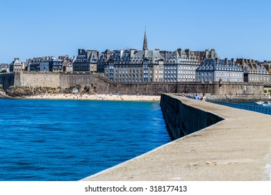 France 21 may 2015 : Saint Malo- city and port in Brittany in northwestern France, located on the shore of La -Mansha at the mouth of the Rance River.