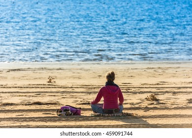 Lonely Girl Images Stock Photos Amp Vectors Shutterstock