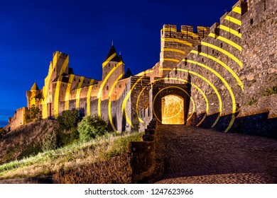 France, Carcassonne: Panorama view of main entrance gate of famous Cite de Carcassonne in the afternoon with high exterior wall, battlements and blue sky - concept travel history medieval castle