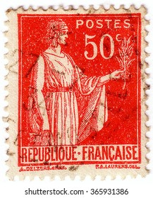FRANCE - CIRCA 1921: Stamp printed in France shows image of Marianne Semeuse, the national emblem of France and an allegory of Liberty and Reason, circa 1921.
