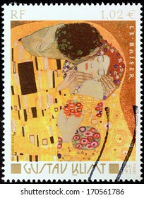 FRANCE - CIRCA 2002: A stamp printed by FRANCE shows famous picture The Kiss (Le Baiser) by Austrian symbolist painter Gustav Klimt, circa 2002