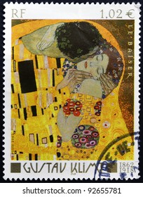 FRANCE - CIRCA 2002: A stamp printed in France shows The Kiss by Gustav Klimt, circa 2002