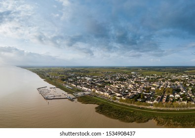 FRANCE, GIRONDE (33), AQUITAINE, AERIAL VIEW OF THE CITY OF PAUILLAC, SAINT MARTIN CHURCH OF THE XIXth CENTURY, MEDOC, BORDEAUX VINEYARD