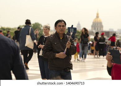 France, Paris, 2019 -04, Tourists pose on the Trocadero esplanade in front of the Sacré-Cœur Basilica in early spring.
