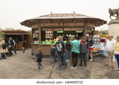 France, Paris, 2019-04, Tourist Shop,  Avenue Gustave V de Suède, just next to the Warsaw Fountains and in front of the Eiffel Tower.