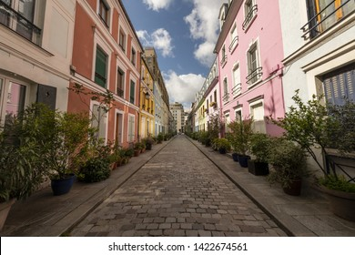France, Paris, 2019-05, Rue Crémieux is hidden between Rue de Lyon and Rue de Bercy, and can be quickly missed.