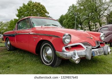 France, Tartas 29. April 2018: Studebaker president speedster 1955