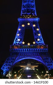 France took the presidency of the EU, the Eiffel tower is decorated for the occasion