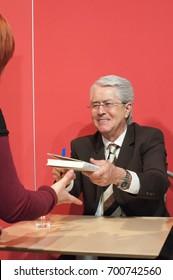 Frank Elsner, tv presenter, signing books of 'Wetten Spass' at Frankfurt Bookfair 2012, Frankfurt am Main