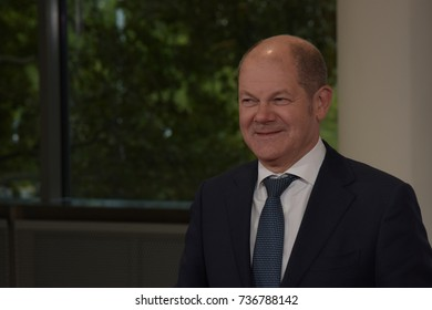 Frankfurt, Germany. 10th Oct, 2017. Olaf Scholz (* 1958), german politician and mayor of Hamburg, on the red carpet for the Frankfurt Bookfair / Buchmesse Frankfurt 2017 opening ceremony