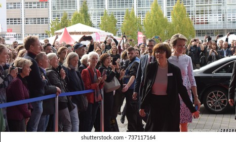 Frankfurt, Germany. 12th Oct. 2017. Her Majesty Queen Mathilde of Belgium visiting the Frankfurt Bookfair, Arrival on red carpet on October 12, 2017 in Frankfurt am Main, Germany